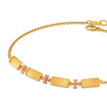 Off Duty Elegance Gold Bracelets